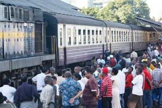 Zug im Bahnhof Dar
